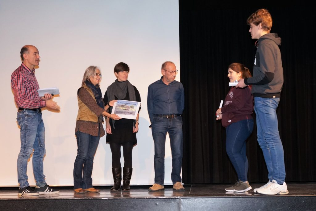Übergabe Anerkennungspreis an heilpädagogische Reittherapie Blindenschule